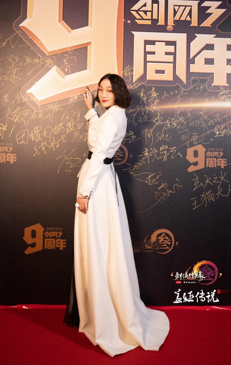 盖娅传说是由中国著名服装设计师熊英女士于2013年创立.