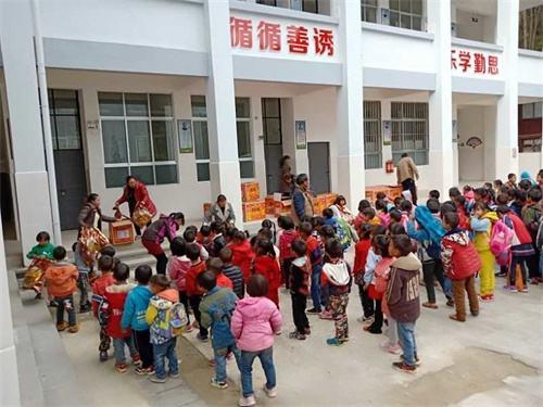 """网易CC直播携手旺旺集团 助力希望小学学生过上一个""""暖冬"""""""