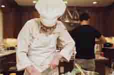 龙檐才士入门来!主厨粉丝造访上海龙之队基地烹制精美大餐