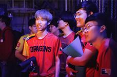 枪战兄弟!OWL上海龙之队与广州冲锋队上演真人CS大战