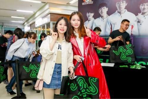 SMLZ等SN队员与粉丝开黑 苏宁、雷蛇水友赛上海五角场举行