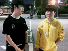 Rookie回归备战洲际赛 香锅晒RNG一代目聚会照