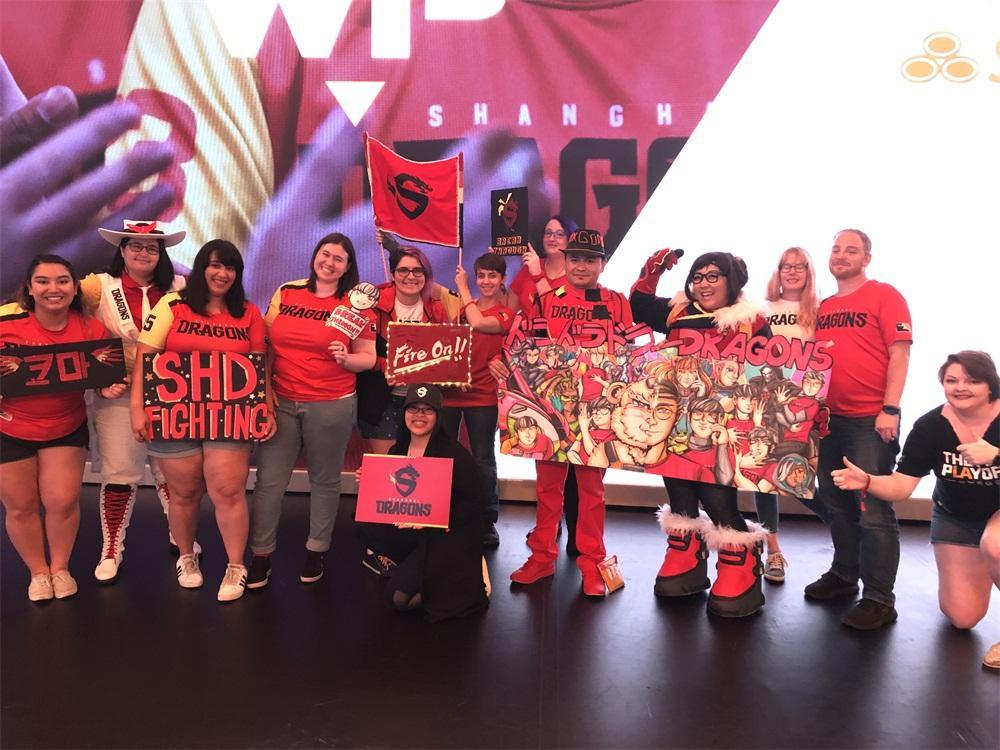 上海龙之队战队主题日粉丝激情无限 常规赛最后一周烈火见真龙!