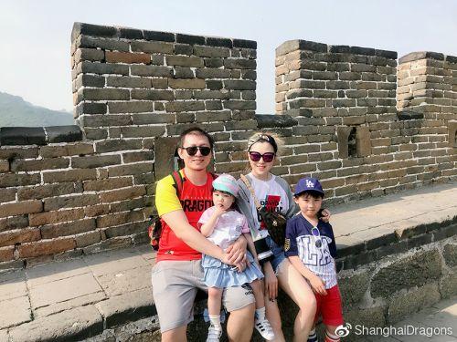 """上海龙之队专访神奇的二大妈:解说台上的""""全职奶爸"""""""
