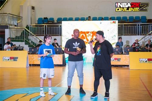 NBA2KOL2携比卢普斯突袭玩家宿舍,总决赛MVP陪玩开包打游戏