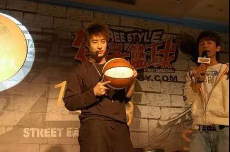毒奶黃旭東出戰《街頭籃球》懷舊服,還記得當年擠房間的瘋狂嗎?