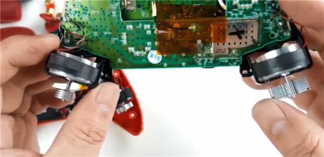 热门国产旗舰与国际大牌游戏手柄的硬核对比 北通宙斯与微软XBOX拆解