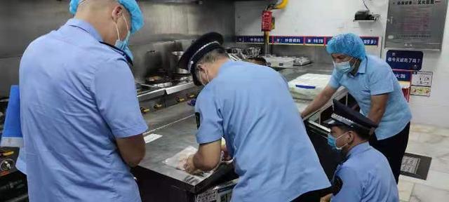 市监局对胖哥俩立案调查 胖哥俩被曝肉蟹煲大量使用过期食材