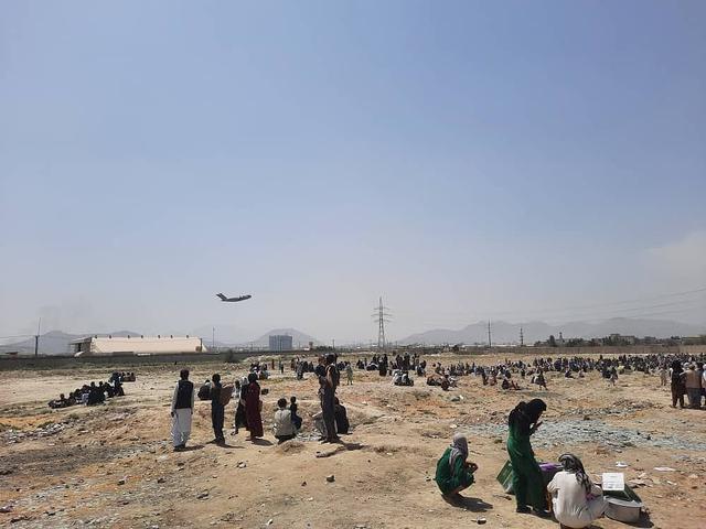 喀布尔机场被曝发生火灾 美军德国士兵在机场参与枪战