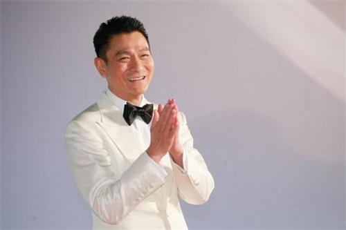 刘德华喜迎60岁大寿 提前与粉丝唱歌聊天庆生